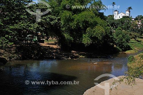Assunto: Rio das Almas e Igreja Matriz Nossa Senhora do Rosário (1761) ao fundo / Local: Pirenópolis - Goiás (GO) - Brasil / Data: 05/2012