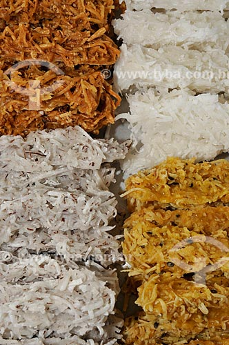 Assunto: Cocada - doce caseiro feito à base de coco ralado e açúcar / Local: Nova Itapirema - Nova Aliança - São Paulo (SP) - Brasil / Data: 07/2012
