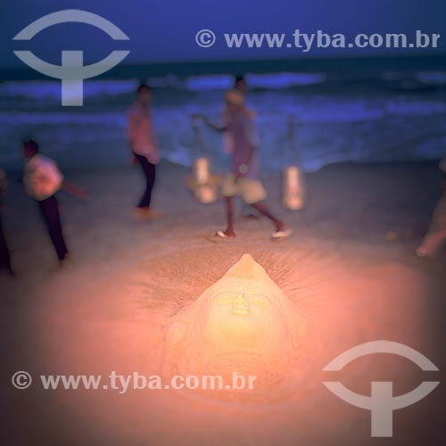 Assunto: Escultura em areia com o rosto de divindade Hindu / Local: Índia - Ásia / Data: 04/2007