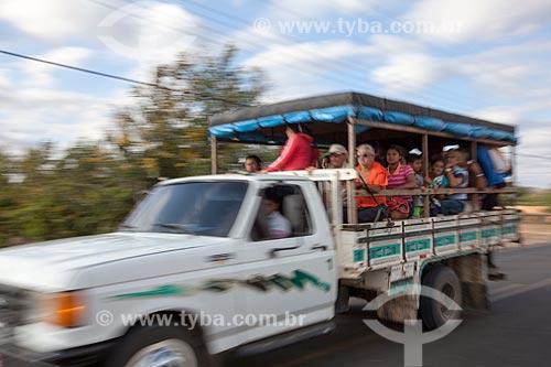 Assunto: Transporte irregular de passageiros em caminhonete - também chamado de Pau de arara / Local: Quixadá - Ceará (CE) - Brasil / Data: 11/2012