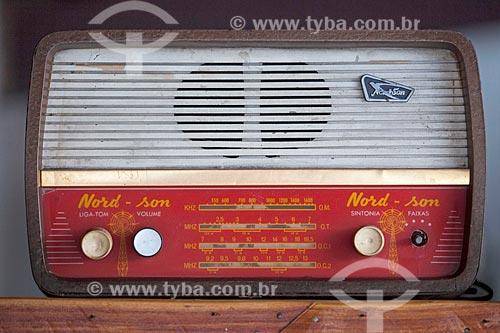 Assunto: Rádio antigo com funcionamento a válvula / Local: Quixadá - Ceará (CE) - Brasil / Data: 11/2012