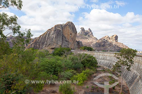 Assunto: Vista do Açude do Cedro e da Pedra da Galinha Choca / Local: Quixadá - Ceará (CE) - Brasil / Data: 11/2012
