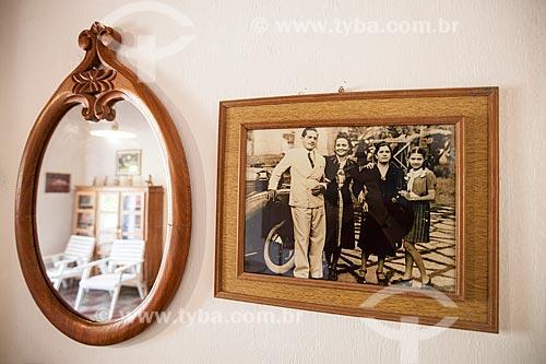 Assunto: Quadro de família e espelho na casa sede da Fazenda Não Me Deixes que integra a Reserva Particular do Patrimônio Natural / Local: Daniel de Queiroz - Quixadá - Ceará  (CE) - Brasil / Data: 11/2012