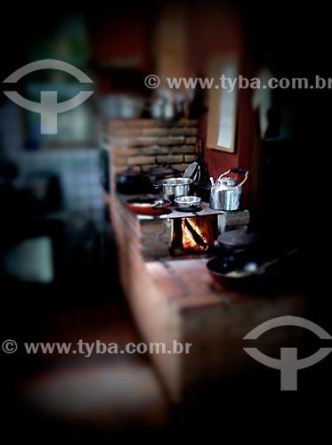Assunto: Fogão à lenha - foto feita com IPhone / Local: Mairiporã - São Paulo (SP) - Brasil / Data: 09/2012