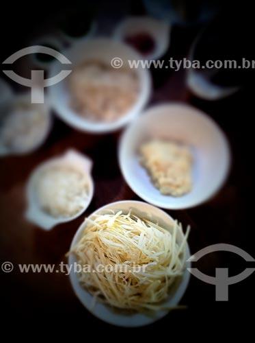 Assunto: Massa e ingredientes para preparo - foto feita com IPhone / Local: Mairiporã - São Paulo (SP) - Brasil / Data: 09/2012