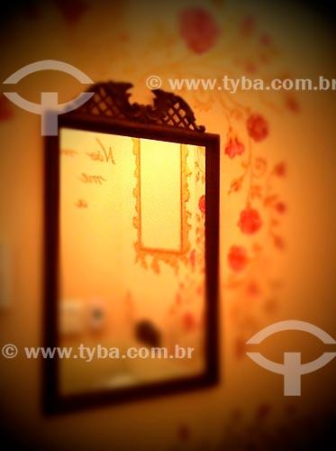 Assunto: espelho no lavatório - foto feita com IPhone / Local: São Paulo (SP) - Brasil / Data: 09/2012