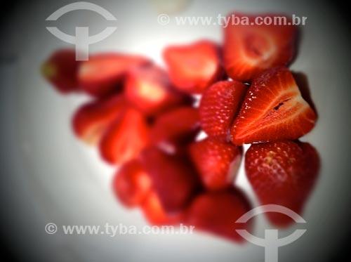 Assunto: Morangos - foto feita com IPhone / Local: São Paulo (SP) - Brasil / Data: 09/2012