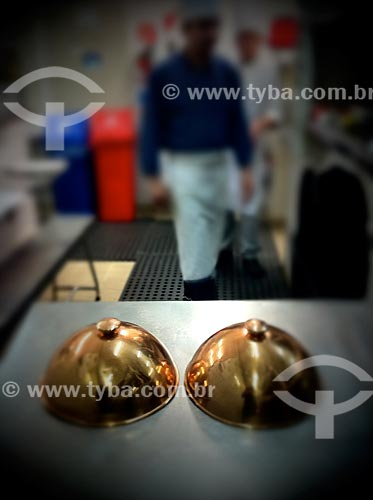 Assunto: Cozinha em restaurante - foto feita com IPhone / Local: Jardim Paulista - São Paulo (SP) - Brasil / Data: 09/2012