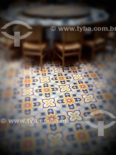 Assunto: Piso, mesa e cadeiras em restaurante - foto feita com IPhone / Local: Jardim Paulista - São Paulo (SP) - Brasil / Data: 09/2012