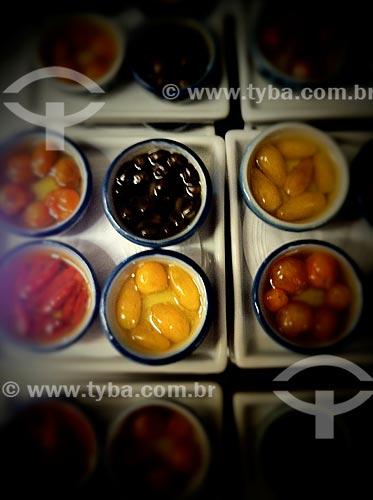Assunto: Alimento em conserva - foto feita com IPhone / Local: Jardim Paulista - São Paulo (SP) - Brasil / Data: 09/2012