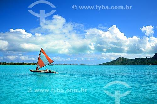 Assunto: Jangada com turistas / Local: Ilha Bora Bora - Polinésia Francesa - Oceania / Data: 10/2012