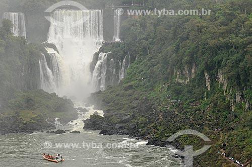 Assunto: Bote no Rio Iguaçu com as Cataratas do Iguaçu ao fundo / Local: Foz do Iguaçu - Paraná (PR) - Brasil / Data: 07/2012