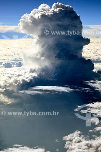 Assunto: Coluna de nuvem próximo à Uganda / Local: Uganda - África / Data: 06/2010