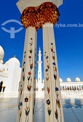 Assunto: Pátio interno da Grande Mesquita de Abu Dhabi - Mesquita Sheik Zayed Bin Sultan Al Nathyan - o fundador do Emirados Arabes Unidos / Local: Abu Dhabi - Emirados Árabes Unidos - Ásia / Data: 03/2012