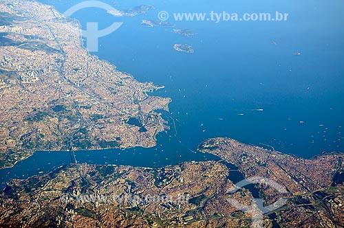 Assunto: Vista aérea do Estreito de Bósforo - liga o Mar Negro ao Mar de Mármara e marca o limite dos continentes asiático e europeu na Turquia / Local: Turquia - Europa - Ásia / Data: 06/2012