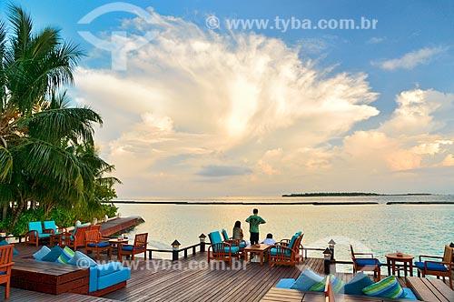 Assunto: Pessoas sentadas em deck / Local: Furanafushi - República das Maldivas - Ásia / Data: 04/2010