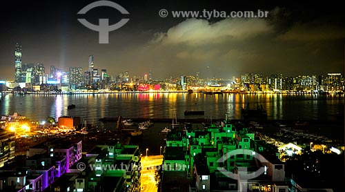 Assunto: Vista noturna da Baía Causeway com o Porto de Victória ao fundo / Local: Ilha de Hong Kong - Hong Kong - China - Ásia / Data: 04/2012