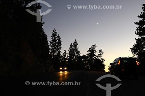 Assunto: Carros em estrada do Parque Nacional de Yosemite / Local: Califórnia - Estados Unidos da América - EUA / Data: 09/2012