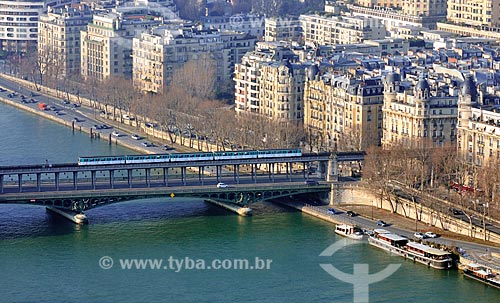 Assunto: Metrô passando pela Ponte Bir-Hakeim (1905) / Local: Paris - França - Europa / Data: 02/2012