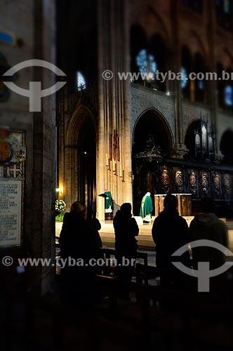 Assunto: Missa na Catedral de Notre Dame (século XII) / Local: Paris - França - Europa / Data: 02/2012