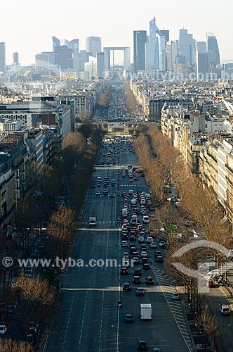 Assunto: Avenida la Grande Armée com o bairro de La Défense ao fundo - área com prédios comerciais de arquitetura moderna / Local: Paris - França - Europa / Data: 02/2012