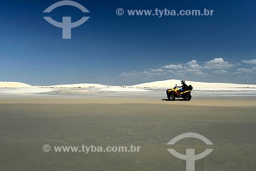 Assunto: Praia de Jericoacoara e dunas ao fundo / Local: Jijoca de Jericoacoara - Ceará (CE) - Brasil / Data: 09/2012