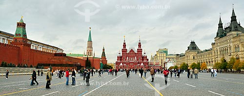 Assunto: Vista geral da Praça Vermelha - com o Kremlin à esquerda, Museu Histórico do Estado da Rússia no centro / Local: Moscou - Rússia - Europa / Data: 09/2010