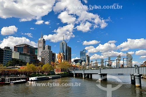 Assunto: Ponte ferroviária de Sandridge (1888) sobre o Rio Yarra e o prédios ao fundo / Local: Melbourne - Austrália - Oceania / Data: 10/2010