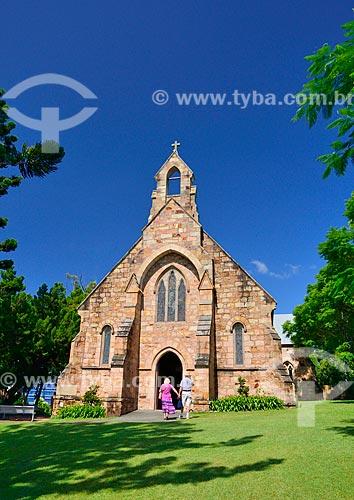 Assunto: Casal de mãos dadas na porta da Saint Mary the Virgin Church (Igreja da Santa Virgem Maria) - 1873 / Local: Brisbane - Queensland - Austrália - Oceania / Data: 01/2011