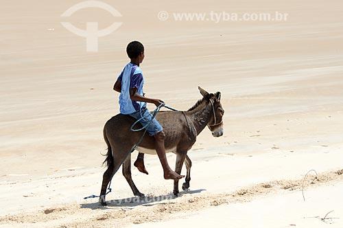 Assunto: Menino em jegue no povoado de Atins / Local: Barreirinhas - Maranhão (MA) - Brasil / Data: 10/2012
