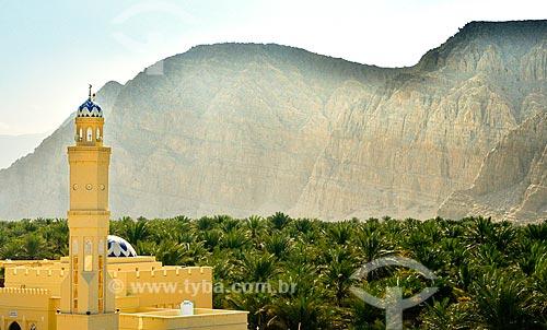 Assunto: Minarete de Mesquita em Khasab com montanha ao fundo / Local: Distrito de Khasab - Musandam - Omã - Ásia / Data: 02/2011