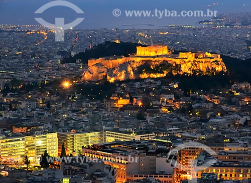 Assunto: Acrópole com iluminação noturna / Local: Atenas - Grécia - Europa / Data: 04/2011