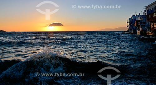 Assunto: Pôr do sol em Little Venice (Pequena Veneza) / Local: Ilha de Míconos - Grécia - Europa / Data: 04/2011