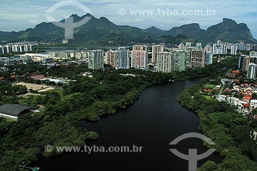 Assunto: Lagoa de Marapendi com prédios e Pedra da Gávea ao fundo                      / Local: Barra da Tijuca - Rio de Janeiro (RJ) - Brasil / Data: 12/2012