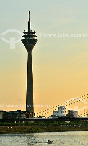Assunto: Rheinturm - também conhecida como Torre Reno / Local: Düsseldorf - Alemanha - Europa / Data: 09/2011