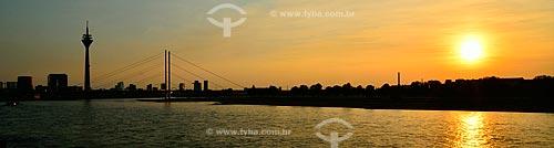 Assunto: Pôr do sol às margens do Rio Reno / Local: Düsseldorf - Alemanha - Europa / Data: 09/2011