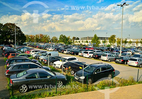Assunto: Parking Lot near Düsseldorf Airport. / Local: Düsseldorf - Alemanha - Europa / Data: 09/2011