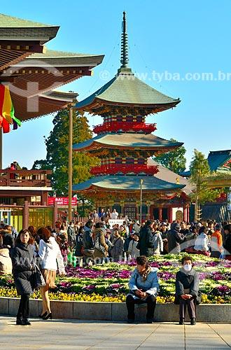 Assunto: Visitantes no Pagode Três Andares no Templo Shinshogi / Local: Narita - Chiba - Japão - Ásia / Data: 01/2012