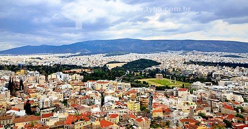 Assunto: Templo de Zeus Olímpico e casas do centro da cidade vistas da Acrópole / Local: Atenas - Grécia - Europa / Data: 04/2011