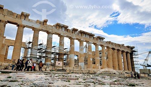 Assunto: Turistas nas colunas do Partenon / Local: Atenas - Grécia - Europa / Data: 04/2011