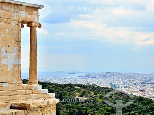 Assunto: Colunas do Partenon com a cidade ao fundo / Local: Atenas - Grécia - Europa / Data: 04/2011