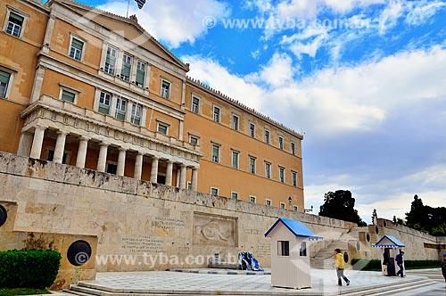 Assunto: Parlamento grego e o Monumento ao Soldado Desconhecido na Praça Sintagma / Local: Atenas - Grécia - Europa / Data: 04/2011