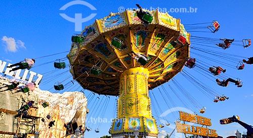 Assunto: Brinquedo em parque de diversão instalado nos Campos do Reno - às margens do Rio Reno / Local: Düsseldorf - Alemanha - Europa / Data: 07/2010