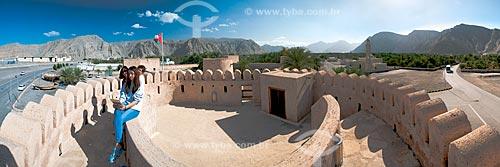 Assunto: Turistas no Forte de Cassapo (1623) - fortificação erguida pelas forças portuguesas / Local: Distrito de Khasab - Musandam - Omã - Ásia / Data: 02/2010