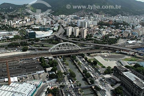 Assunto:  Vista da Cidade Nova  -  Centro de Convenções Sul América à esquerda e o Viaduto da Linha A1 do metrô / Local: Cidade Nova -  Rio de Janeiro (RJ) - Brasil / Data: 12/2012