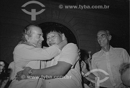 Assunto: Leonel Brizola (1922 - 2004), Cacique Juruna (Mário Juruna) e Saturnino Braga em comício na Cinelândia / Local: Centro - Rio de Janeiro (RJ) - Brasil / Data: Década de 80