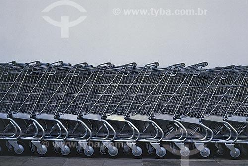 Assunto: Carrinhos de supermercado / Local: Rio Grande do Sul (RS) - Brasil / Data: 09/2002