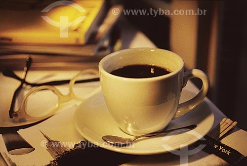 Assunto: Xícara de café / Local: Estúdio / Data: 09/2002