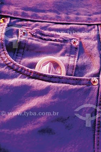 Assunto: Detalhe de preservativo em bolso / Local: Estúdio / Data: 09/2012