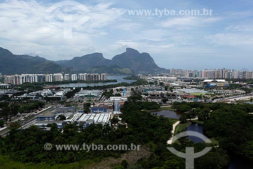 Assunto: Vista do  Bosque da Barra, prédios e pedra da Gávea ao fundo / Local: Barra da Tijuca - Rio de Janeiro  (RJ) - Brasil / Data: 12/2012